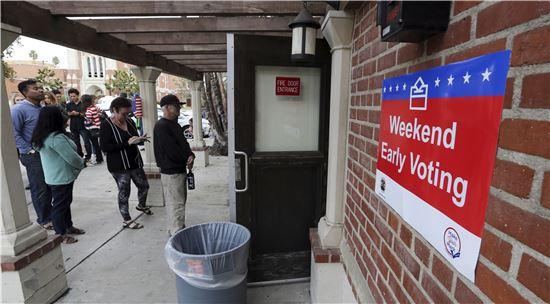 """[포토]""""사전 투표 위해 왔어요""""…줄 서있는 미국인들"""