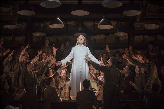2015년 프랑스 렌오페라극장, 카를로스 바그너 연출의 '로엔그린'공연사진. (제공 : 국립오페라단)