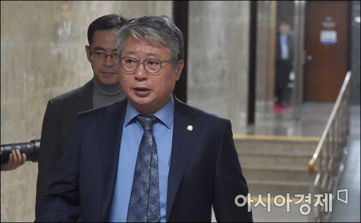 """與, '윤석열 국정조사'로  추미애 후방지원...""""尹, 스스로 거취결정해야"""""""