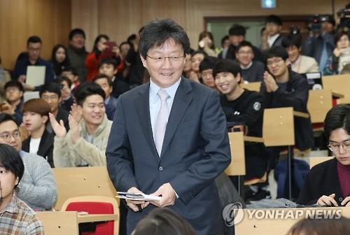 지난 3일 전남대학교에서 강연하기 위해 입장하는 유승민 의원 / 사진=연합뉴스
