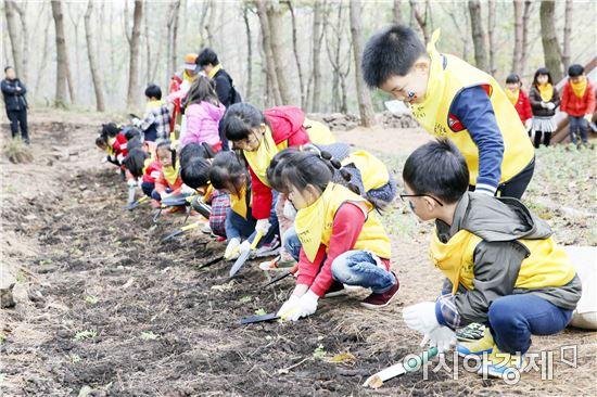 보성군은  웅치면 대산리에 위치한 제암산자연휴양림 내'제암산 유아숲체험원'을 완공하고 지난 3일 개장식을 가졌다.