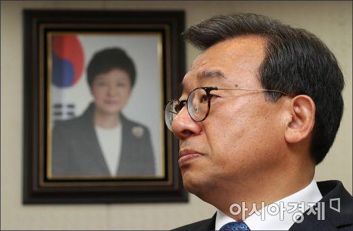 최고위원 사퇴·새 지도부 구성 압박…분당 위기 맞은 與
