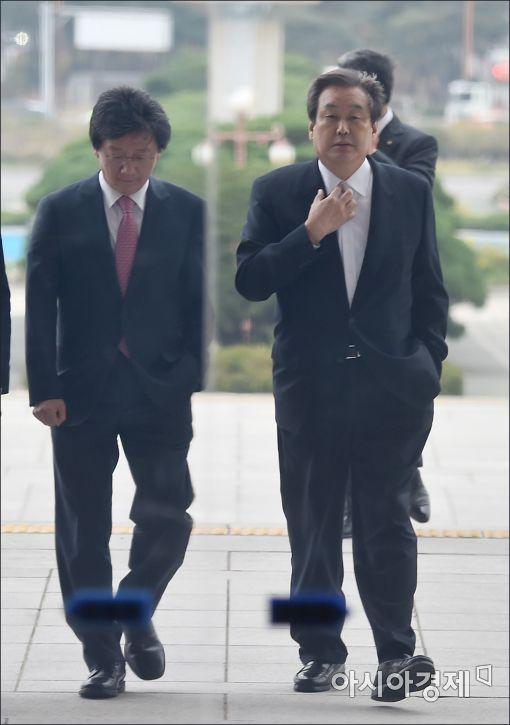 [포토]나란히 걸어가는 유승민·김무성