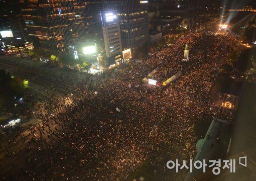 """""""박근혜 퇴진"""" 거리로 나온 분노의 민심…20만 촛불집회"""