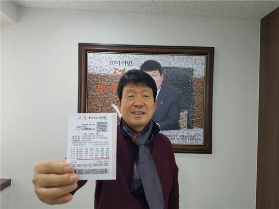 로또 2등 당첨된 김영식 천호식품 회장, 당첨금 4860만원 전액 기부