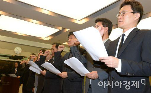 """[포토]""""나라 망친 박근혜 대통령 퇴진하라"""""""