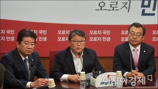[포토]발언하는 조원진 최고위원