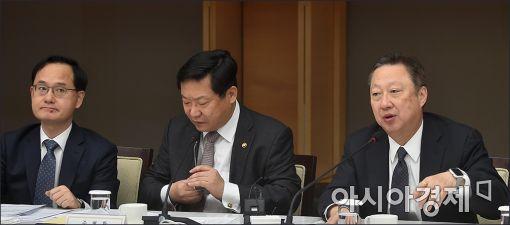 [포토]발언하는 박용만 회장