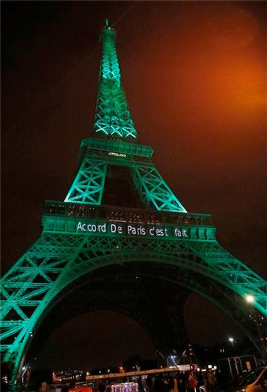 관광객들이 선호하는 프랑스 파리의 명소인 에펠탑(사진출처=AP)