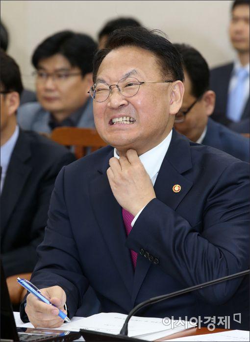 [포토]유일호 경제부총리의 '한인상'