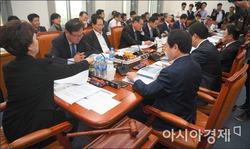 [포토]국회 예결위 예결소위 본격 가동