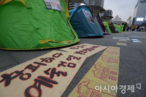 [포토]광장에 설치된 대통령 퇴진 캠핑촌