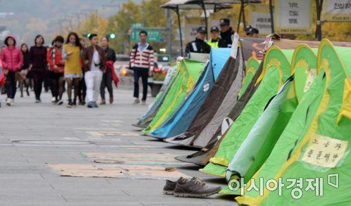 [포토]광장에 설치된 문화예술인 캠핑촌