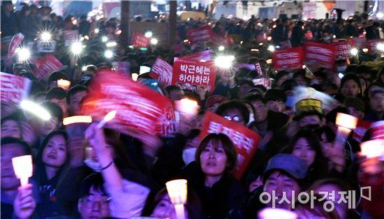 """[11·19 촛불집회]깊어지는 촛불시위대의 고민…""""박근혜 퇴진, 어떻게?"""""""