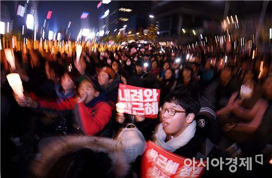 지난 12일 광화문 광장에서 열린 촛불집회 모습