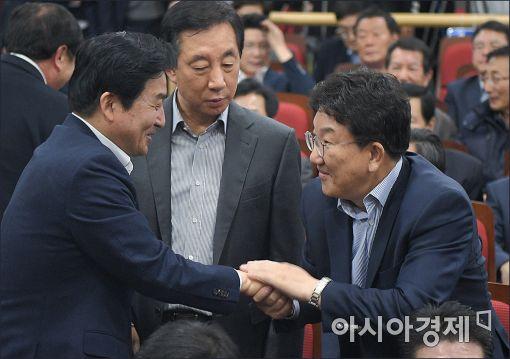 [포토]인사 나누는 원희룡·권선동