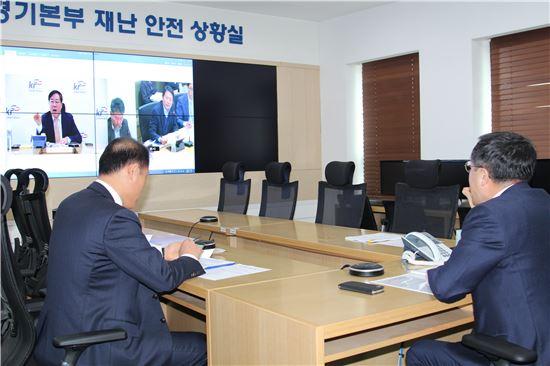 한국농어촌공사는 13일 충남 보령시에서 3.5 규모의 지진 발생으로 충남지역 저수지 227곳을 긴급 점검한 결과 균열과 누수 등의 이상은 없는 것으로 확인했다고 밝혔다.