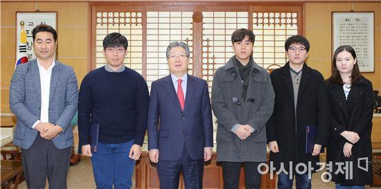 전남대학교 사진 공모전 대상에  '상사화가 핀 교정' 선정