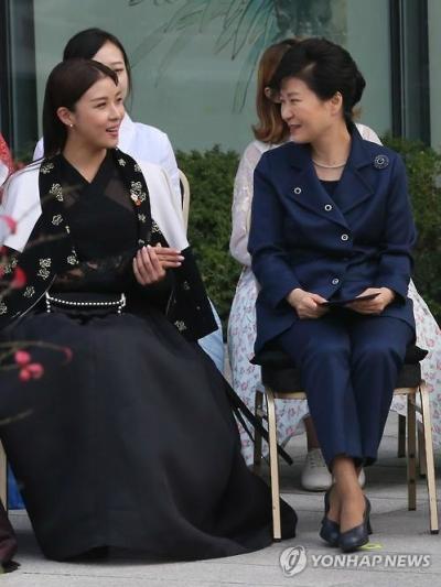 배우 하지원, 박근혜 대통령. 사진=연합뉴스