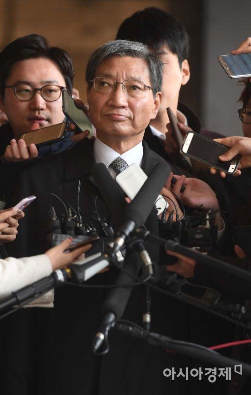 [포토]검찰 출석하는 장충기 사장