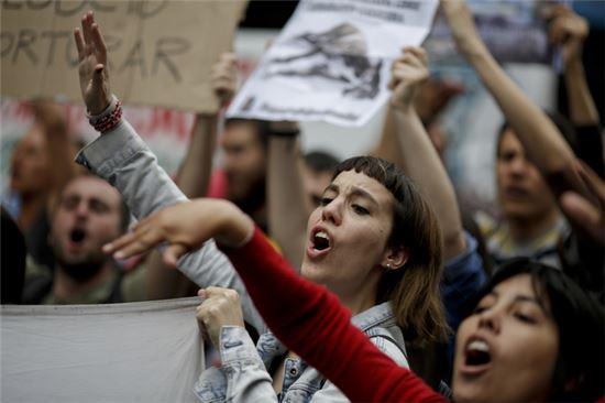 [포토]그레이하운드 경주 금지한 아르헨티나…찬반 시위 격렬