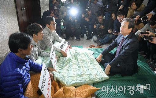 """[포토]""""이정현 대표 사퇴를 위해 같이 싸우자"""""""