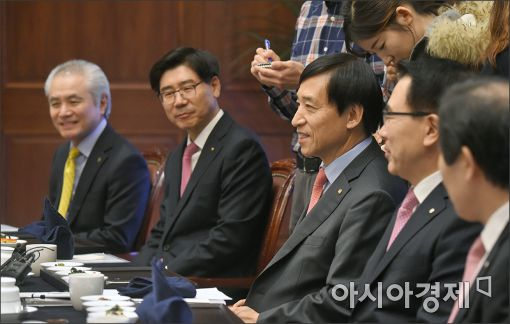[포토]발언하는 이주열 총재