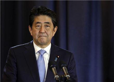 ▲아르헨티나 방문 중 기자회견을 갖고 있는 아베 신조 일본 총리. (AP=연합뉴스)