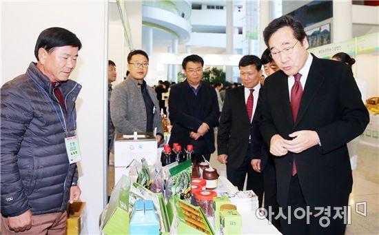 [포토]이낙연 전남지사,'제1회 광주·전남 스타팜 박람회' 참석