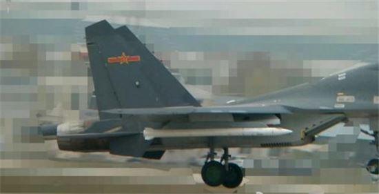 중국이 최근 발사실험을 한 대형 초장거리 공대공미사일