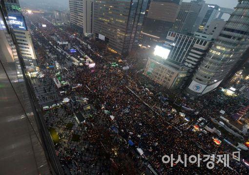 """[11·26 촛불집회]주최측 """"오후6시 현재 서울 60만명 운집""""(속보)"""