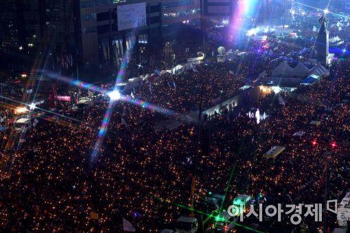 [포토]광화문 가득 메운 빛나는 국민들