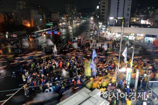 [포토]광화문광장으로 돌아가는 시민들
