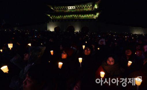 [포토]어두운 밤 촛불로 하나된 국민