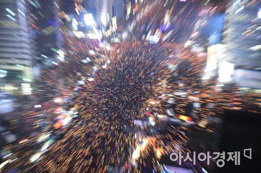 """[11·26 촛불집회]주최측 """"오후7시 현재 서울 100만명 돌파""""(상보)"""