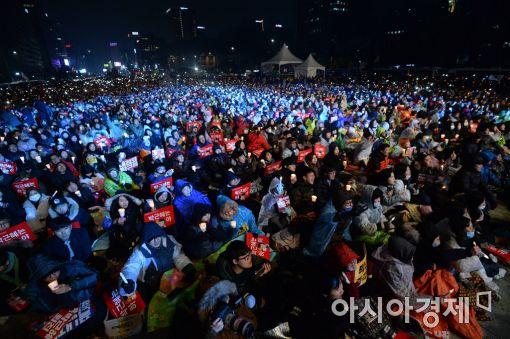 ▲ 광화문 광장에 모인 130만개의 촛불들