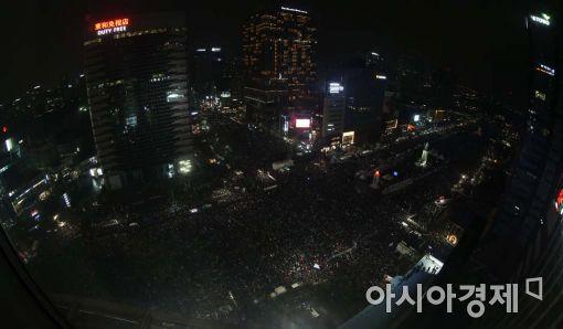 [11·26 촛불집회]8시 촛불 일제소등…서울 130만·전국 160만명 역대 최대(종합2보)