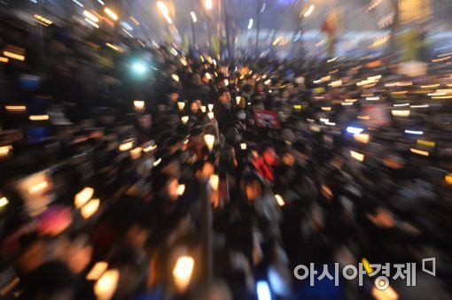 [11·26 촛불집회]전국 190만 촛불…눈발도 어둠도 빛을 이기지 못했다(종합)