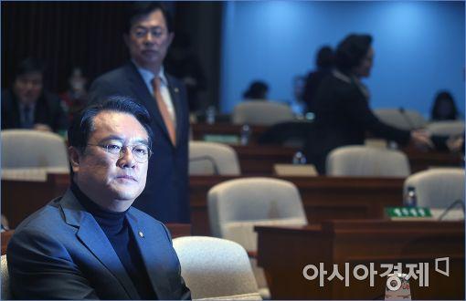 """정진석 """"대통령이 국회 결정 안따르면 與 의원 전원 사퇴"""""""