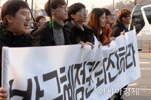 """英 이코노미스트 """"朴대통령 즉각 퇴진 않으면 韓에 해 끼칠 수 있어"""""""