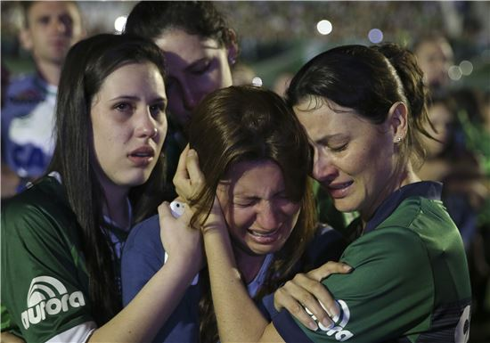 [포토]브라질 축구팬들은 '눈물 펑펑'