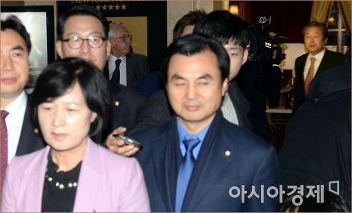 [포토]추미애·김무성, '사진 같이 찍히지 말자'