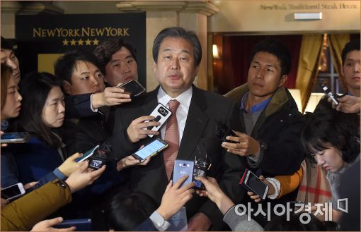 [포토]답변하는 김무성 전 대표