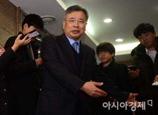[포토]취재진 질문에 답하는 박영수 특검