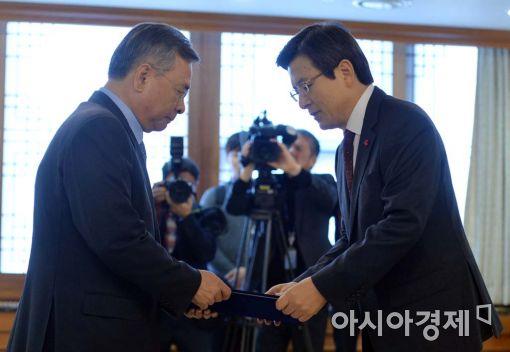[포토]임명장 받는 박영수 특검