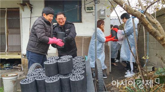 김정호 정읍시 이·통장협의회장, 120만원 상당의 연탄 기탁