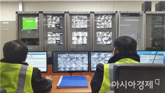 1일 낮 서울 송파구 잠실광역환승센터 내 상황통제실의 모습.