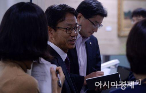 [포토]답변하는 김영태 국민계정부장