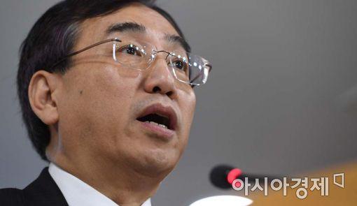 [포토]대북 제재 조치 발표하는 이석준 국무조정실장