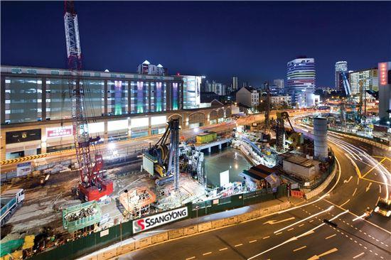 쌍용건설이 공사중인 싱가포르 도심지하철 921공구 현장. 최근 싱가포르 정부가 주최한 LTEA 2016 시상식에서 국내 건설사 가운데 처음으로 대상을 받은 곳이다.